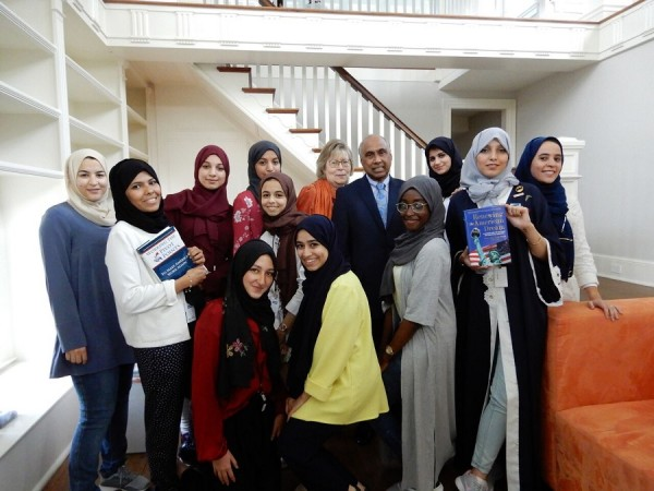 A-group-of-women-entrepreneurs-from-Madina-Saudi-Arabia-with-Frank-Islam-and-his-wife-Debbie-in-Washington.-e1536445231601.jpeg