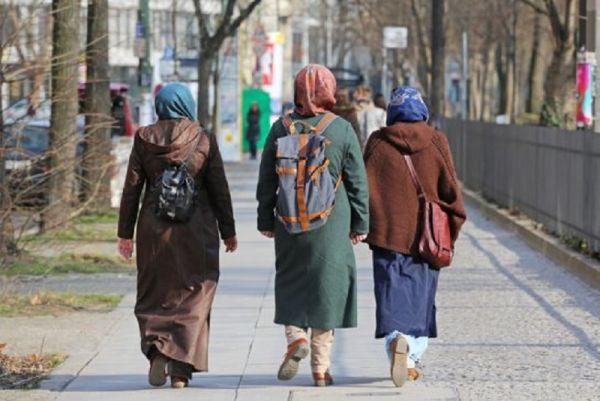 muslim-girls-hijabi-girl-niqab-muslim-women-women-woman-college-girl-girls-girl-hijab-burqa-Hijab-clad-Muslim-school-students-muslim-students-Australian-muslim-Australian-muslim-girl.jpg